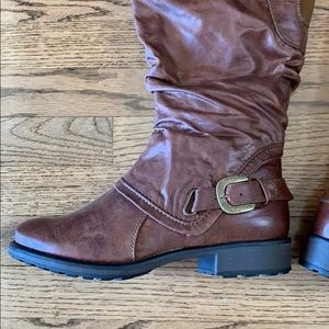 Bare Trap NWOB boots distressed look 7.5W